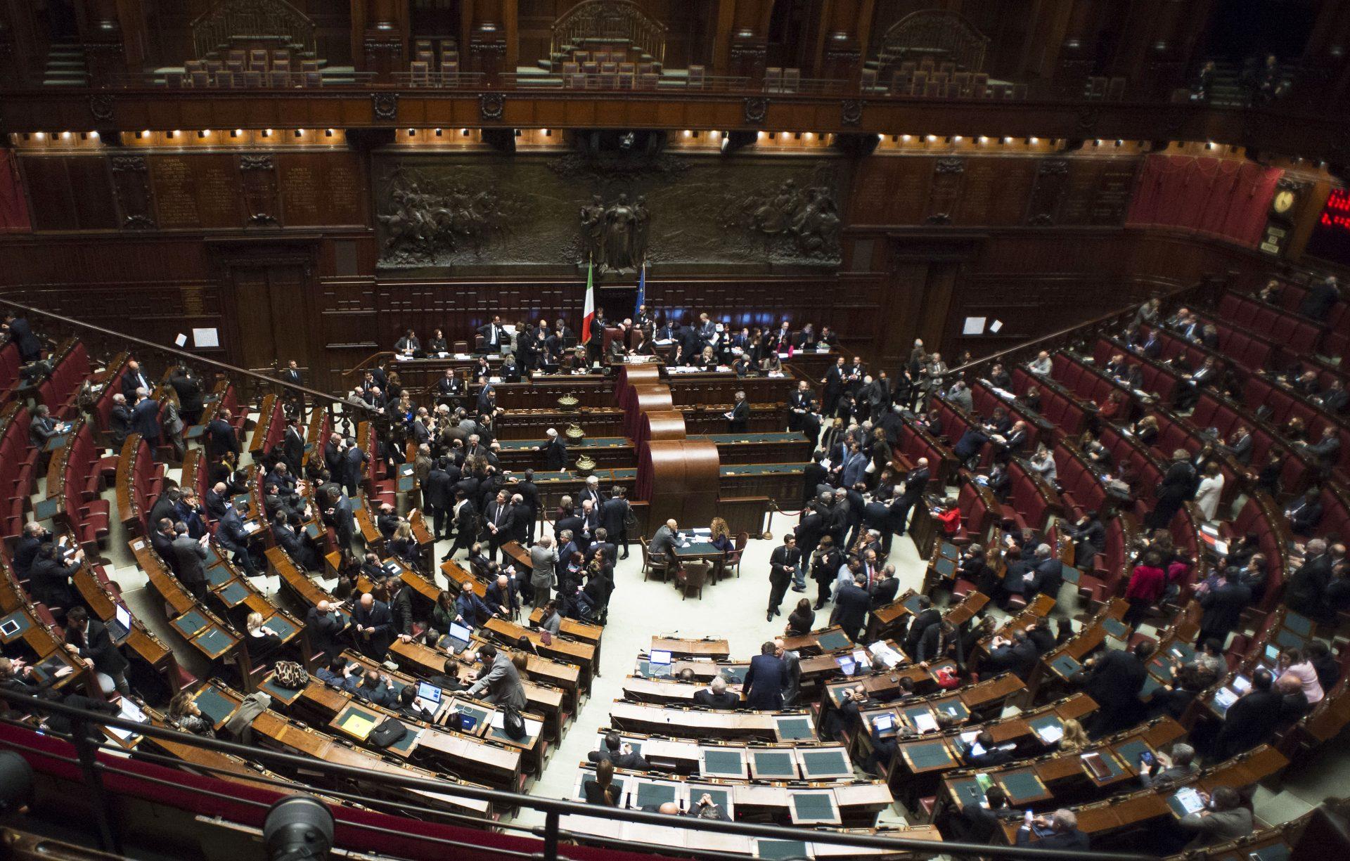Perch l 39 elezione dei presidenti delle camere cos for Membri camera dei deputati